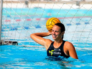 girl playing as a goalkeeper in water polo